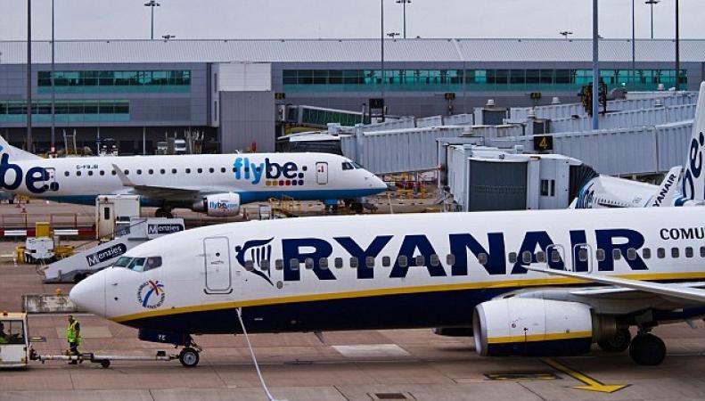 Бюджетные авиакомпании  в Великобритании обвиняются в неправомерном поборе с пассажиров фото:dailymail.co.uk
