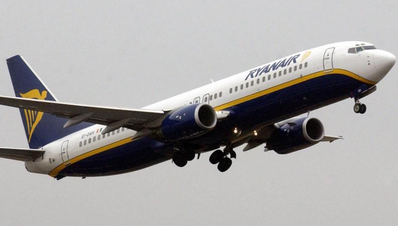 Ryanair просит ограничить продажу алкоголя в британских аэропортах фото:independent