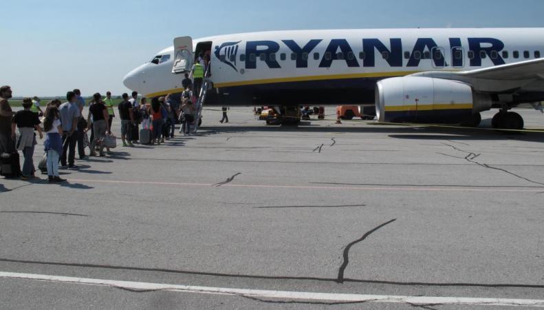 Ryanair отменит сотни авиарейсов из аэропортов Великобритании фото:independent