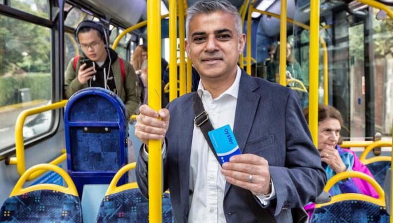 В лондонских автобусах появится повременной проездной билет фото:standard.co.uk