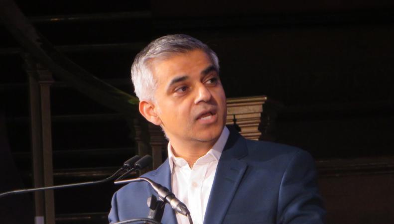 Мэр Лондона примет на работу спичрайтера и специалиста по социальным сетям фото:mayorwatch.co.uk