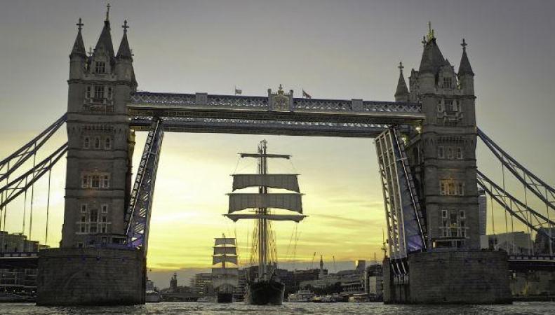 В Темзу зашли большие парусные корабли фото:visitlondon.com