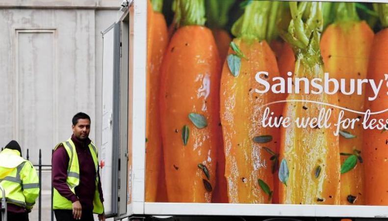 Сеть Sainsbury`s снизила цены на значимые товары в преддверии слияния с Asda