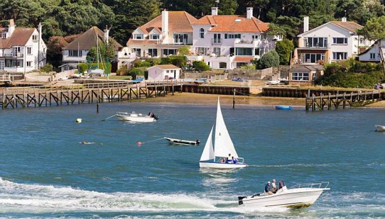 Названы самые дорогие приморские города Великобритании фото:thisismoney.co.uk