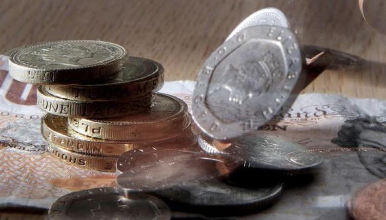Стать миллионером в Великобритании реально за четверть века фото:mirror.co.uk