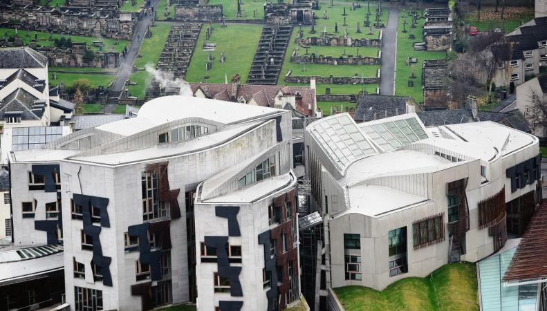 Депутаты шотландского парламента эвакуированы по тревоге