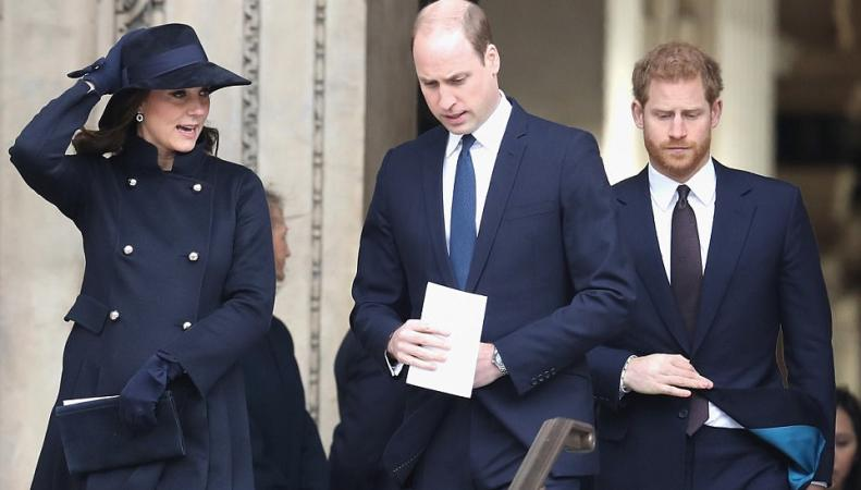 Королевская семья посетила панихиду по жертвам пожара в Grenfell Tower