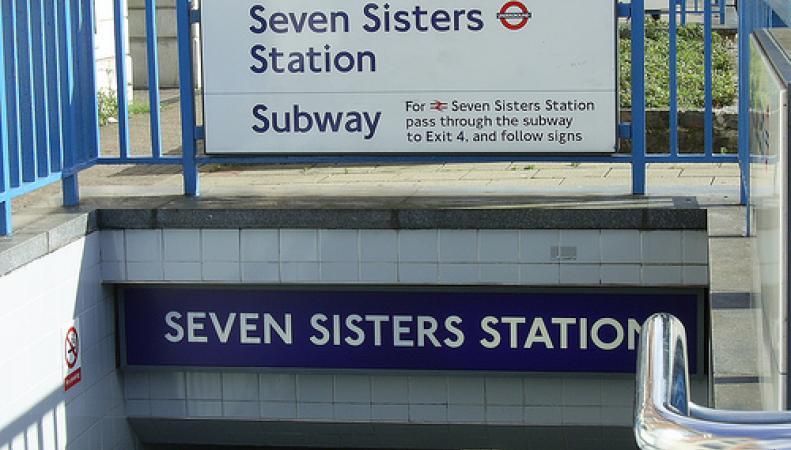 Семь сестер замечены на станции метро Seven Sisters фото:flickr