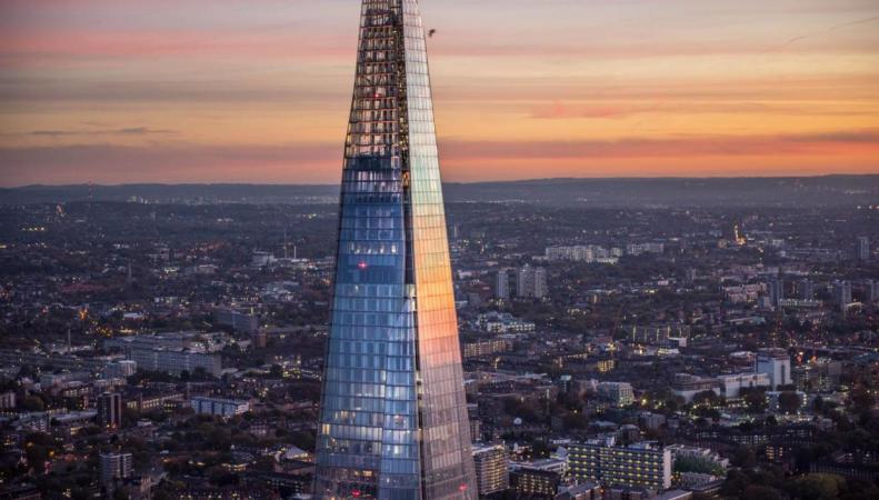 Посетители Shard оказались заблокированы в небоскребе из-за неработающих лифтов фото:standard.co.uk