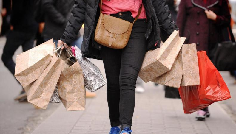 Инфляция в Великобритании неожиданно и резко затормозила