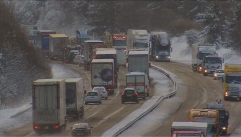 Север Великобритании заблокирован мощнейшим снегопадом