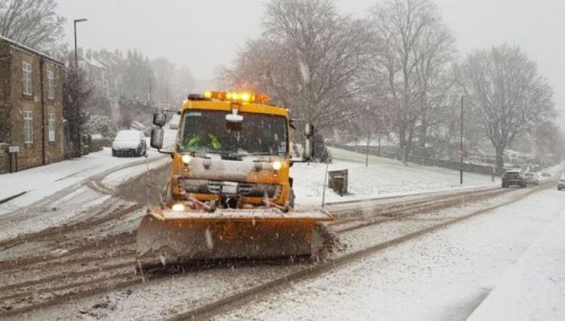 Новая волна снежного шторма атаковала Великобританию