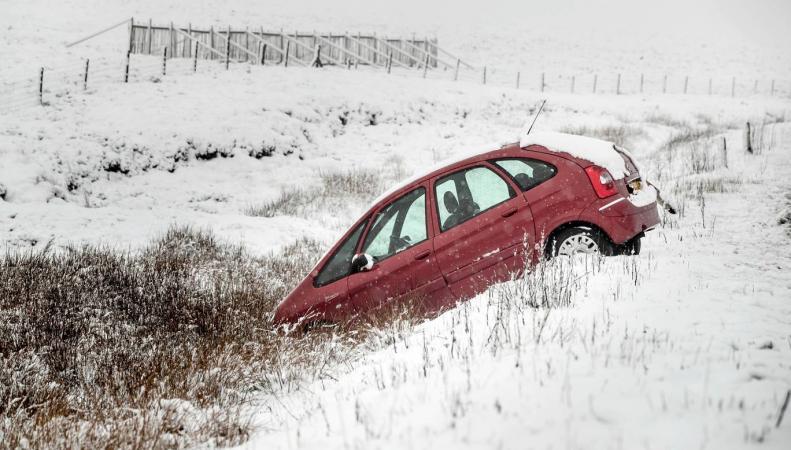 Великобританию занесло снегом после двадцатиградусного тепла