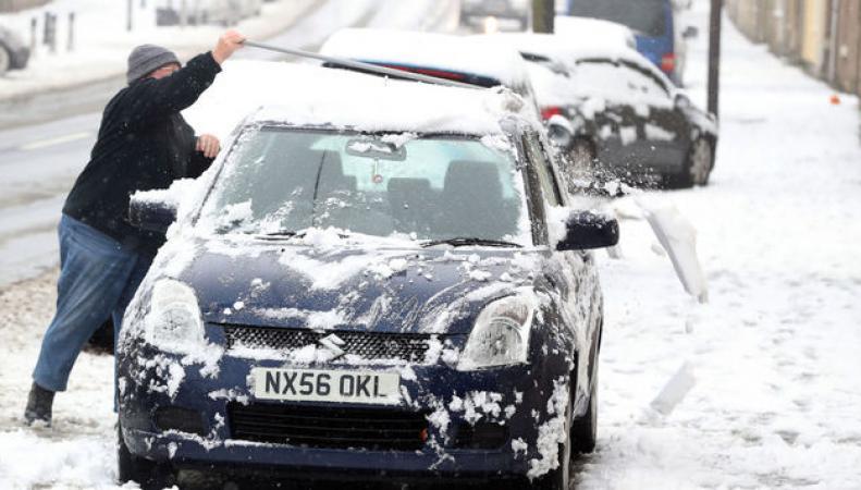 Первый сильный снегопад в сезоне причинил неудобства жителям Шотландии и Англии фото:dailymail.co.uk