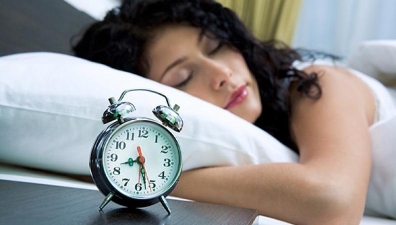 Женщины спят больше мужчин