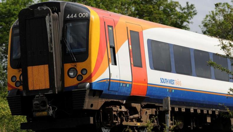 Поезд сошел с рельсов в Уимблдоне