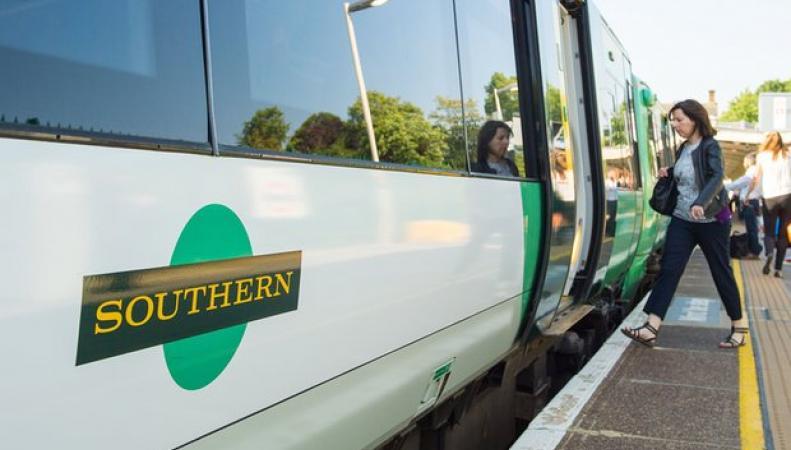 Железнодорожный оператор Southern снял с расписания 350 поездов фото:theguardian.com