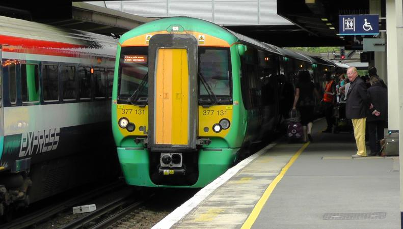 Правительство намерено отозвать франшизу железнодорожного оператора Southern фото:independent.co.uk