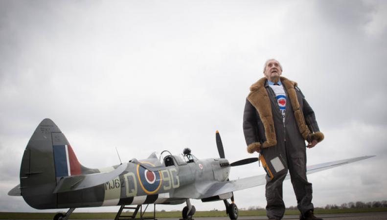 Участник Битвы за Британию совершил показательный полет в день столетия королевских ВВС