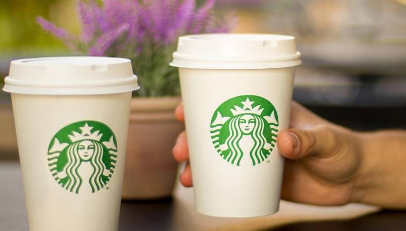 Starbucks в Лондоне ввел пятипенсовый сбор за стаканы для кофе