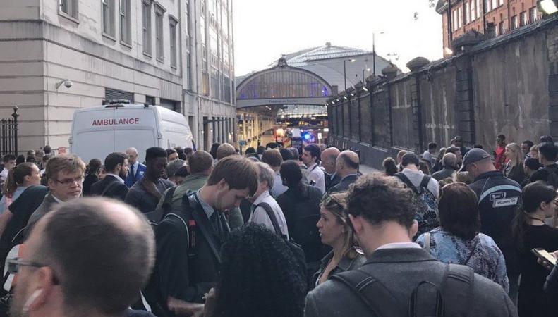 Пассажиры Паддингтонского вокзала эвакуированы из-за сгоревшей проводки фото:bbc