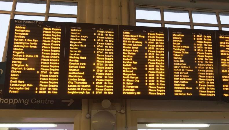 Вокзал Ватерлоо на два часа отменил все поезда