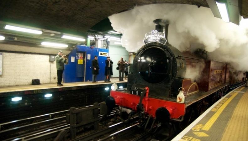 На паровозе – по лондонской подземке: Vintage Summer Steam фото:londonist