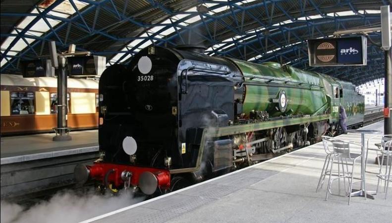 Паровозы на вокзале Ватерлоо отметили пятидесятилетие своего выхода на пенсию фото:standard.co.uk