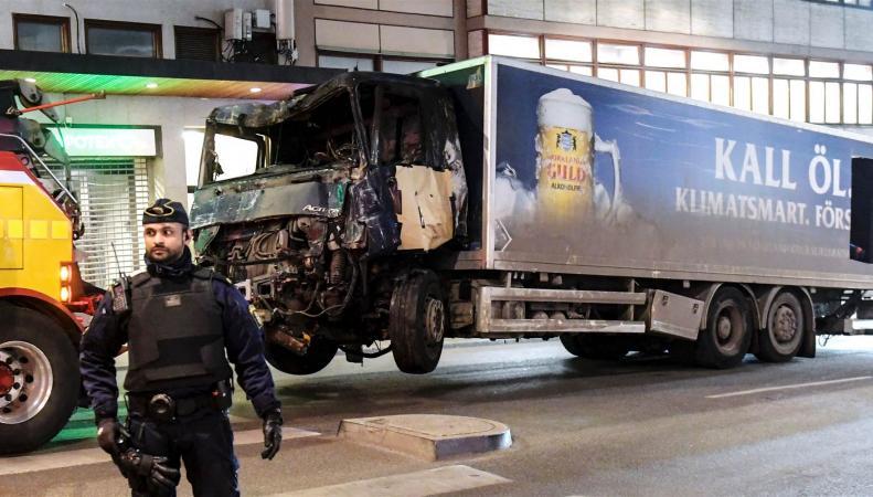 В  числе  жертв теракта в Стокгольме оказался гражданин Великобритании фото:NBCNews