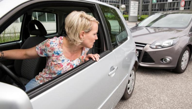 Британские водители тратят по четыре дня в году на поиски места для парковки фото:thesun.co.uk