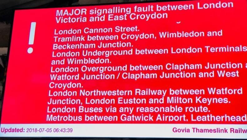 Движение поездов через лондонский вокзал Victoria было нарушено сбоем автоматики