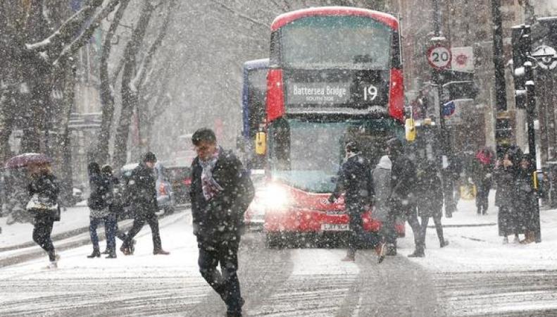 Британское  метеобюро повысило уровень штормового предупреждения на уикенд