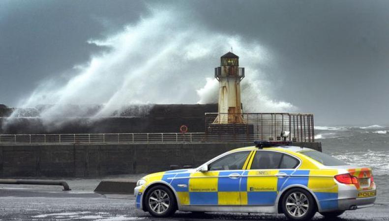 Атлантический шторм приближается к берегам Великобритании фото:dailyrecord.co.uk