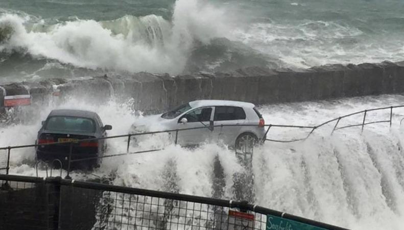 Шторм спровоцировал наводнение на юго-западе Англии фото:bbc.com