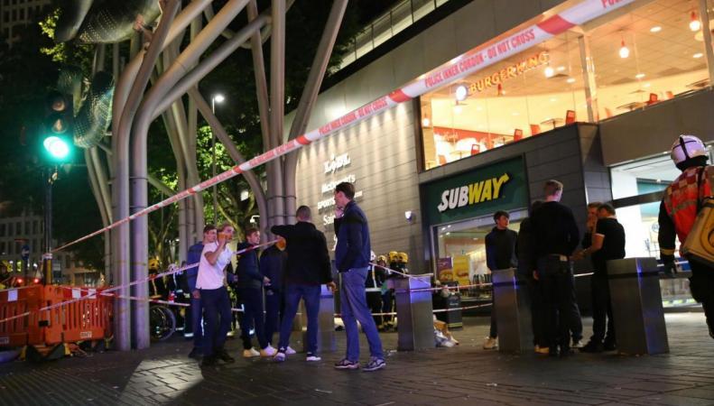 Кислотная атака в Стратфорде: пострадали шесть человек фото:independent