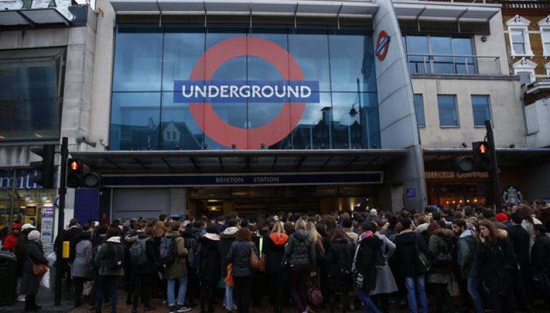 Профсоюз RMT анонсировал две сокращенные забастовки работников метрополитена фото:huffingtonpost.co.uk