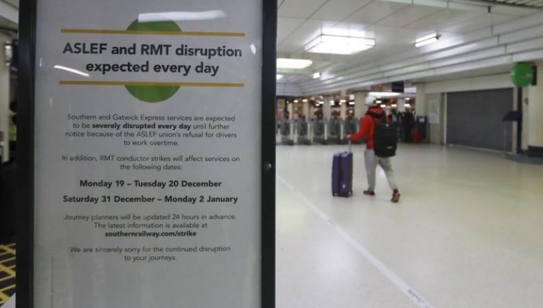 Служащие железнодорожного оператора Southern начали новую забастовку в канун Нового года фото:bbc.com