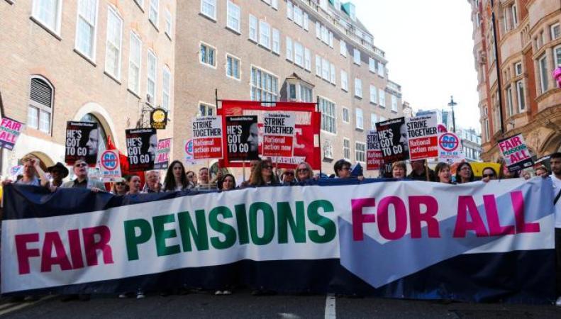 В Великобритании студенты требуют вернуть деньги за дни забастовки преподавателей
