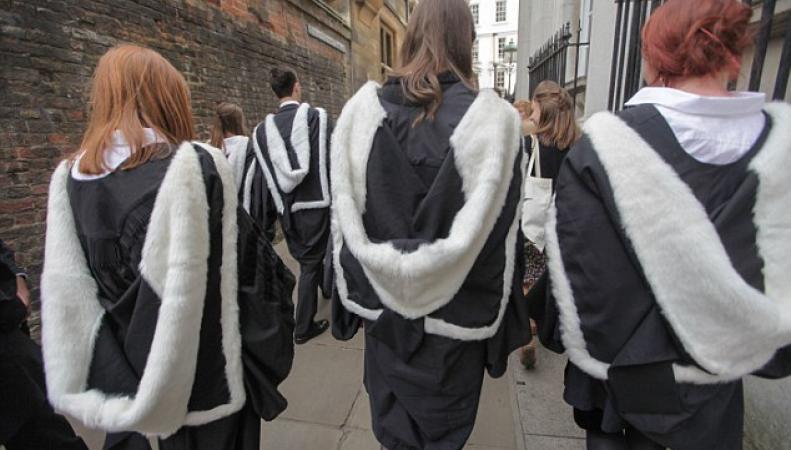 В Великобритании отменены студенческие стипендии фото:dailymail.co.uk