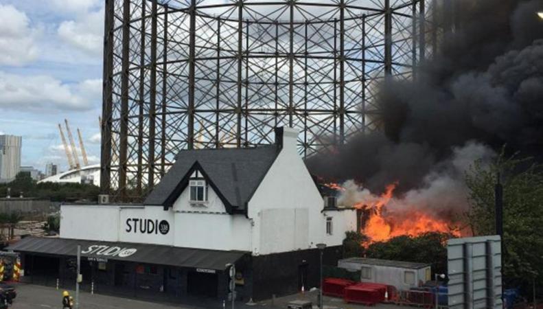 Пожар в Гринвиче: По подозрению в поджоге арестованы четырнадцать человек фото:independent.co.uk