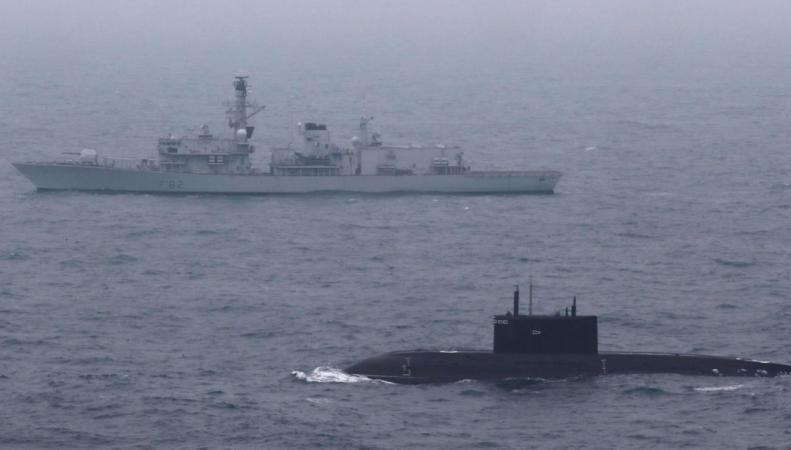 Фрегат британского королевского флота эскортировал российскую подлодку в Ла-Манше фото:skynews
