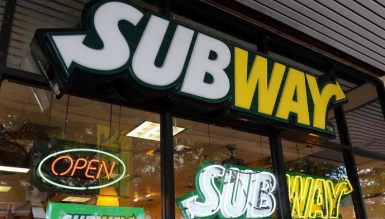 Сеть ресторанов быстрого питания Subway в День святого Валентина раздавала бесплатно сендвичи