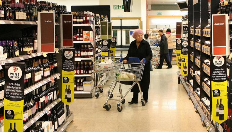 Британские супермаркеты откроют «медленные кассы» для пенсионеров фото:standard.co.uk