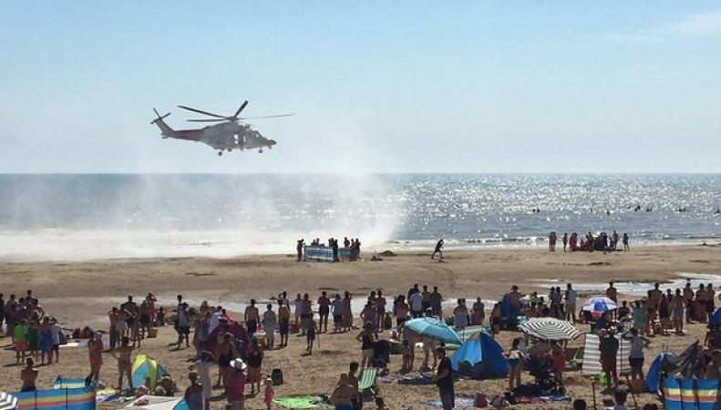 В жаркий день в воде на пляже в Суссексе погибли пять человек фото:theguardian.com
