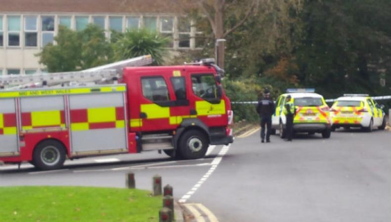 В Университете Суонси из-за химической угрозы эвакуированы одиннадцать корпусов фото:southwales-eveningpost.co.uk