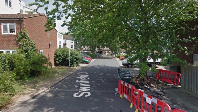 Женщина и ребенок получили ножевые ранения на западе Лондона