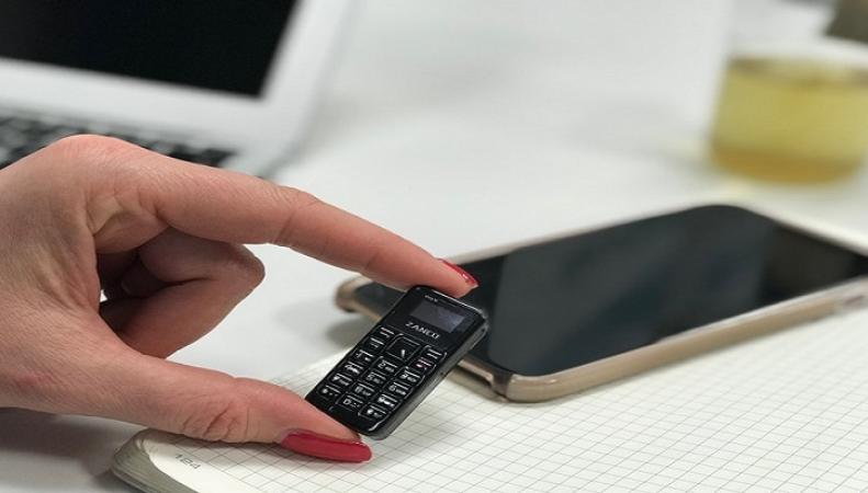 В Британии представили самый маленький мобильный телефон в мире