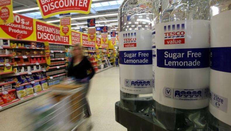 Tesco уменьшила содержание сахара в напитках собственного производства фото:theguardian.com