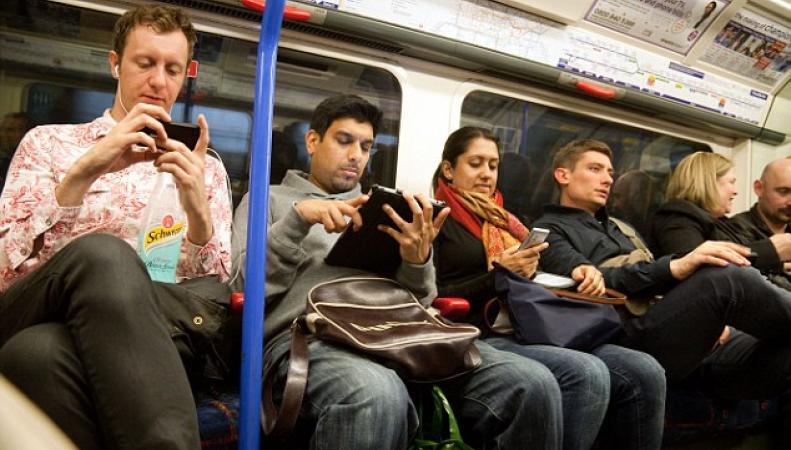 TfL отследит интернет-трафик пассажиров метро фото:standard.co.uk