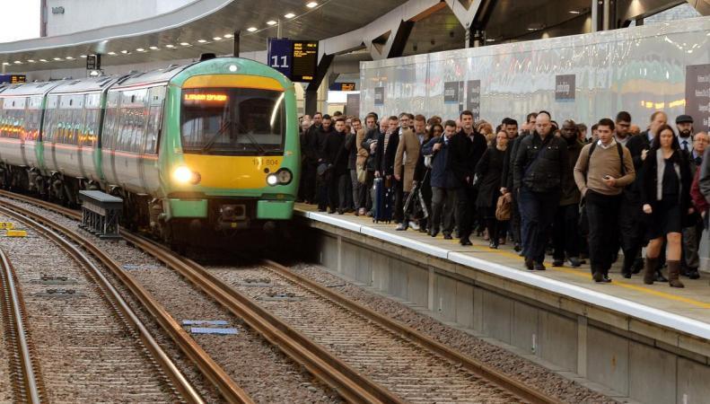Названы самые криминальные маршруты лондонских электричек фото:standard.co.uk